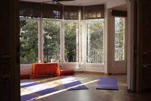 sala jardin estar en forma relajarse yoga nidra libro yoga nidra mindfulness barcelona gracia sant gervasi
