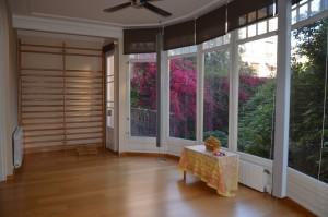 sala luminosa vista jardin grupos reducidos bienestar y calidad para personas inteligentes y que quieren encontrarse bien